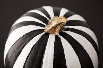 Black-and-white-striped-pumpkin1